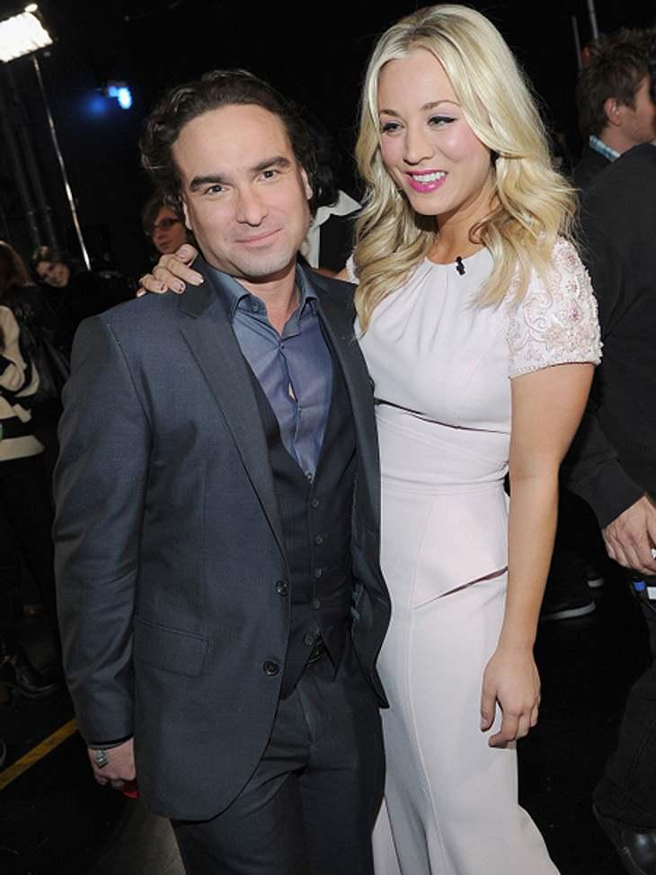 """Die """"The Big Bang Theory""""-Schauspieler ganz privatBei """"The Big Bang Theory"""" sieht man ja schon, dass Galecki nicht gerade der Größte ist. Genau genommen misst er 1,65 Meter. Ganz schön klein. Zum Vergleich: Die durchschn"""