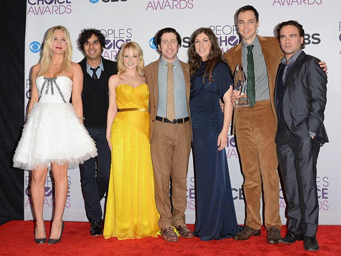 """Die """"The Big Bang Theory""""-Schauspieler ganz privatEiner spielte schon einmal 36 Stunden lang ein Star Wars Brettspiel, ein anderer möchte gerne eine Rockband gründen. Wie viel Nerd steckt in den Schauspielern von """"The Big Ban"""
