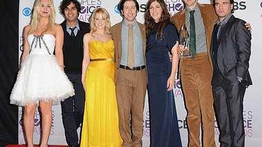 """Die """"The Big Bang Theory""""-Schauspieler ganz privatEiner spielte schon einmal 36 Stunden lang ein Star Wars Brettspiel, ein anderer möchte gerne eine Rockband gründen. Wie viel Nerd steckt in den Schauspielern von """"The Big Ban - Foto: Getty Images"""
