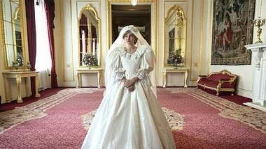 Emma Corrin als Diana in The Crown - Foto: Imago