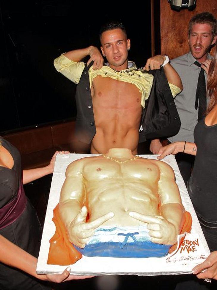 """Stars ♥ Torte!Jemand, der nicht nur auf Torte, sondern auch auf seinen Body steht, ist Michael """"The Situation"""" Sorrentino (30) von """"Jersey Shore"""". Dieses Prachtexemplar aus Buttercreme und Marzipan vereint für den Superp"""