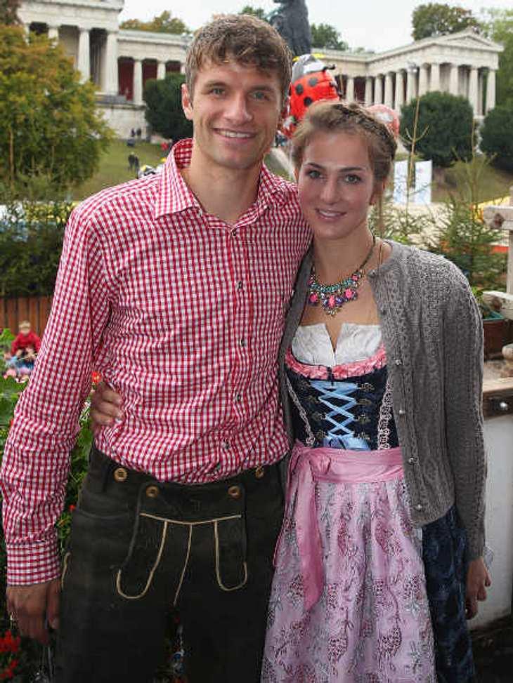 Thomas Müller ist glücklich mit seiner Frau Lisa.