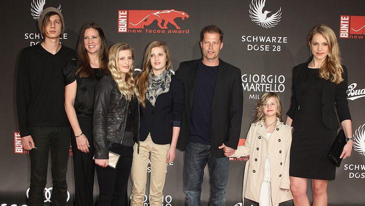 Til Schweiger mit Ehefrau Dana und Valentin, Luna, Lilli und Emma auf einer Preisverleihung 2014