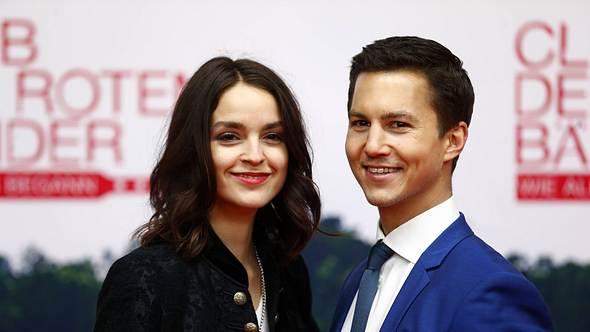 Tim oliver Schultz mit Film-Freundin Luise Befort - Foto: Imago