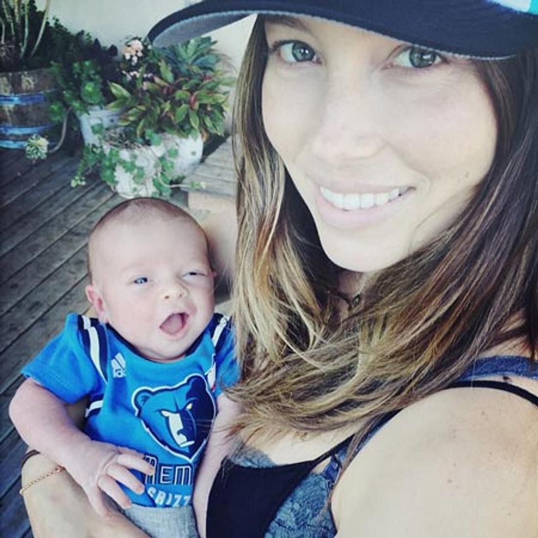 Diese Promi-Mama platz vor Glück! Jessica Biel zeigt Silas Randall Timberlake