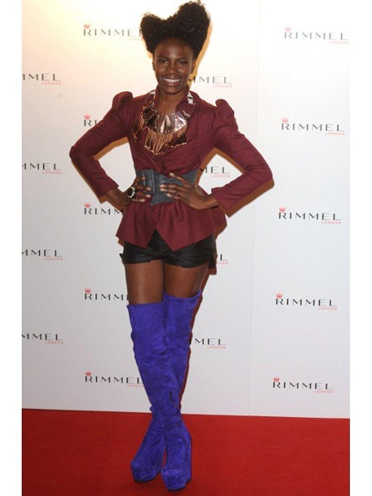 Star-Style: Die größten Fashion-Fiaskos im SeptemberSchuh-Schlamassel Model und DJane Tolula Adeyemi will vor allem eins - auffallen! Hat sie geschafft. Diesen Chaos-Look muss ihr erst einmal jemand nachmachen.