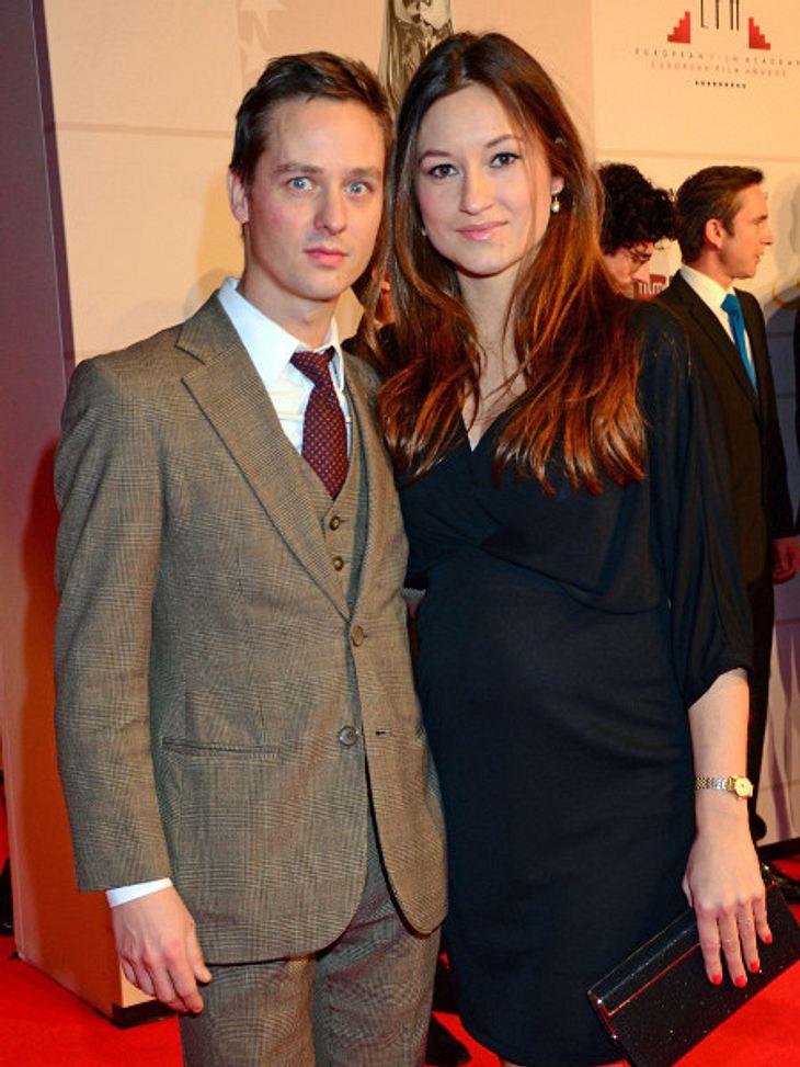 Tom Schilling und seine Freundin Annie Mosebach werden Eltern.