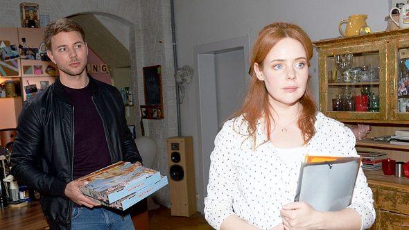 Bastian (Benjamin Trinks) und Toni (Olivia Marei) - Foto: TVNOW/ Rolf Baumgartner