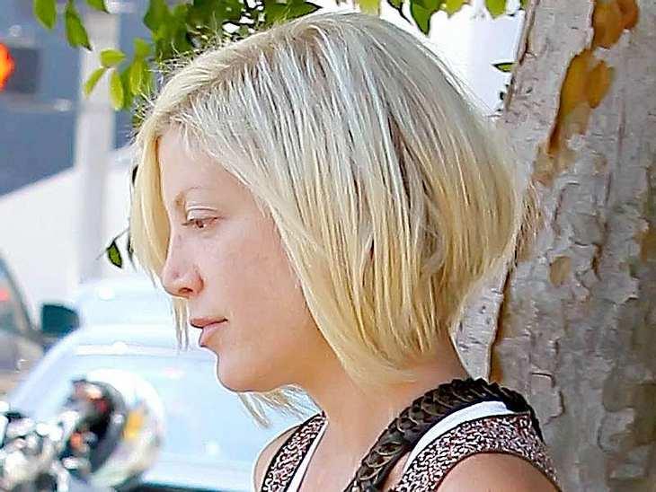 Stars ungeschminkt Tori Spellings Gesicht ist sehr speziell, deshalb ist es egal, ob sie mit oder ihne Schminke aus dem Haus geht.