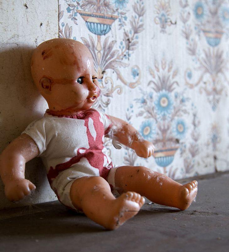 Sieben konservierte tote Babys unter Haus entdeckt!