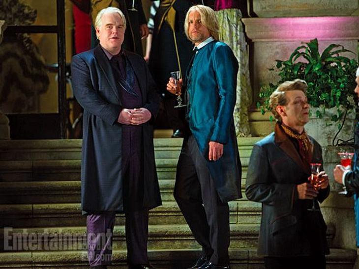 Plutarch und Haymitch sogen sich um Katniss und Peeta.