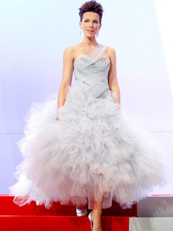 Stars im Tüllrock: Süße Sahnetörtchen auf dem Roten TeppichWas für ein Auftritt! Dank Tüllrock-Explosion verzaubert uns Kate Beckinsale bei einer Gala.