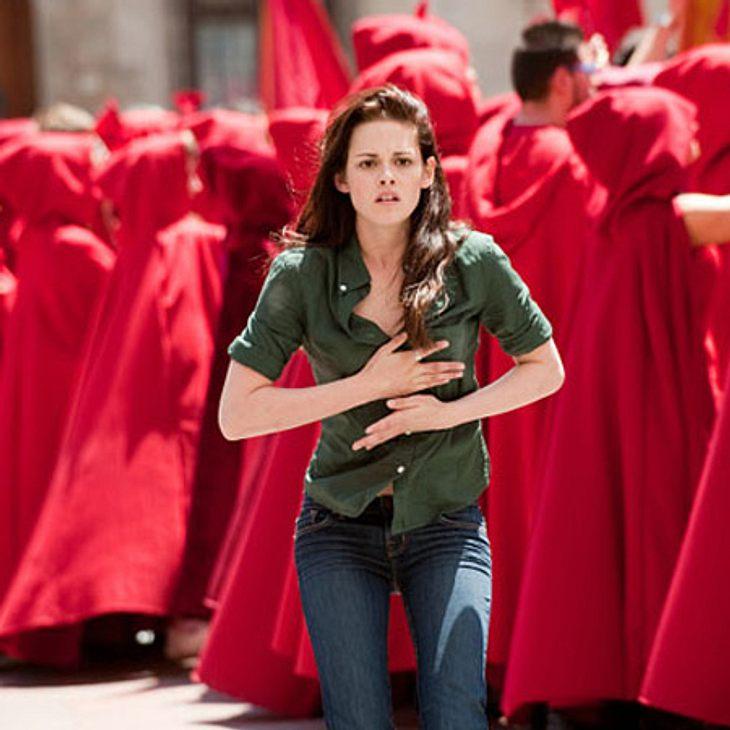 Twilight: Die ganze Liebesgeschichte von Bella und Edward,Über Edwards Schwester Alice erfährt Bella von dem Plan und fährt zu Edward nach Italien, um ihn davon abzuhalten. Aufgrund einer Vision, die zeigt dass die Cullens Bella bald in ein