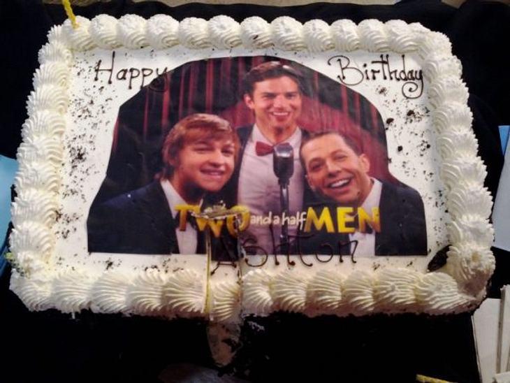 """Stars ♥ Torte!Der erste Geburtstag mit den neuen Kollegen von """"Two And A Half Men"""" und schon gab es für Ashton Kutcher (34) die passende Torte."""