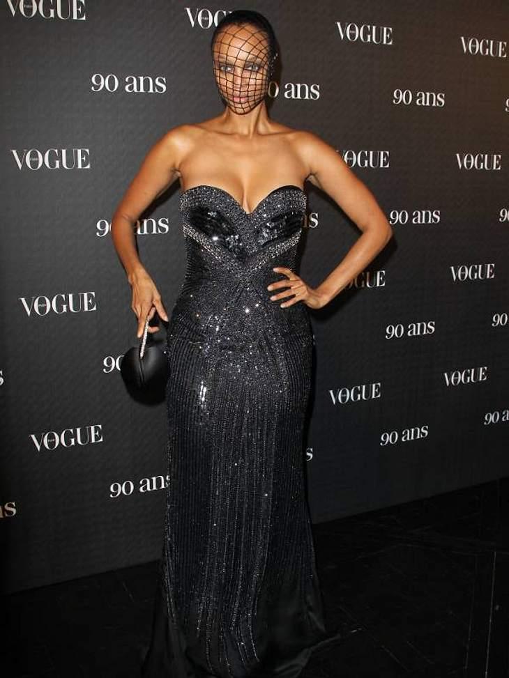 Pailletten-Abendkleider: Zum 90. Geburtstag der amerikanischen Vogue trug Tyra Banks Pailletten und Netz.