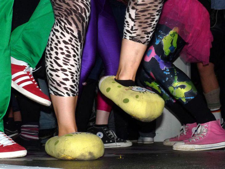 Ugly-Dance-Contest 2010Hausschuhe, bunte Socken und Strumpfhosen im 80er Look!