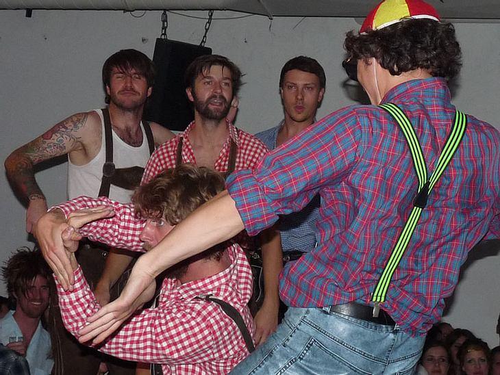 Ugly-Dance-Contest 2010Das vorletze Battle.