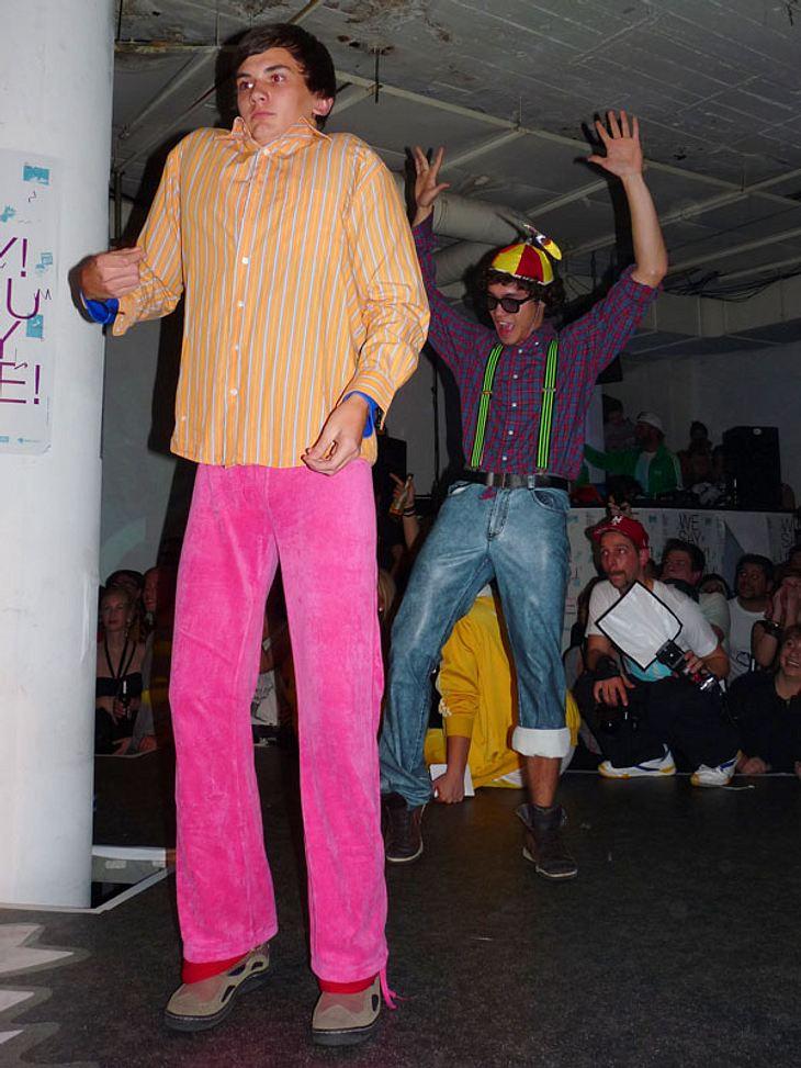"""Ugly-Dance-Contest 2010Die Gewinner """"Die Dezentiner """" bei ihrem Auftritt."""