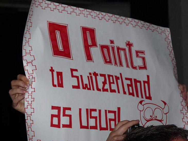 Ugly-Dance-Contest 2010Die Zsuchauer hielten lustige Plakate hoch.