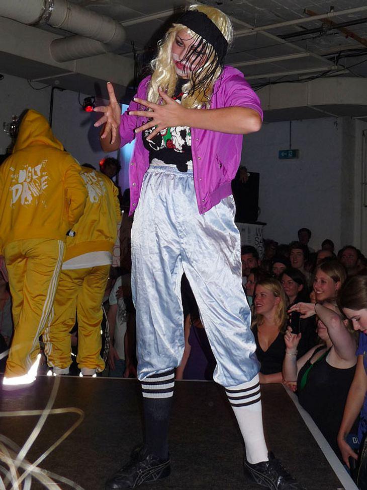 Ugly-Dance-Contest 2010Komische Tanzverrenkungen bevorzugt diese Dame...