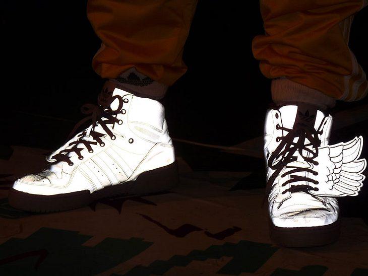 Ugly-Dance-Contest 2010Die Schuhe der Moderatoren haten weiße Flügel und leuchteten herrlich!