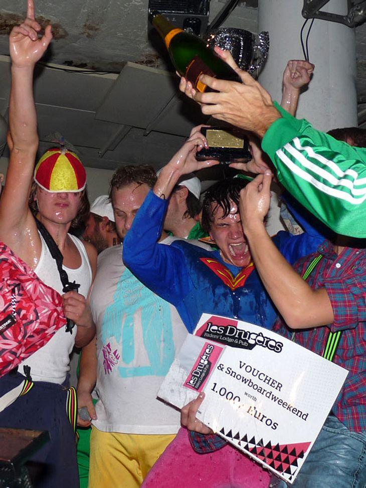 Ugly-Dance-Contest 2010Es wurde mit Champganer gefeiert!