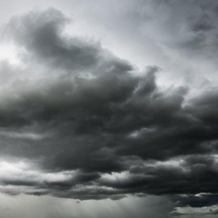 Unwetter-Chaos: Frau wird von Baum erschlagen!