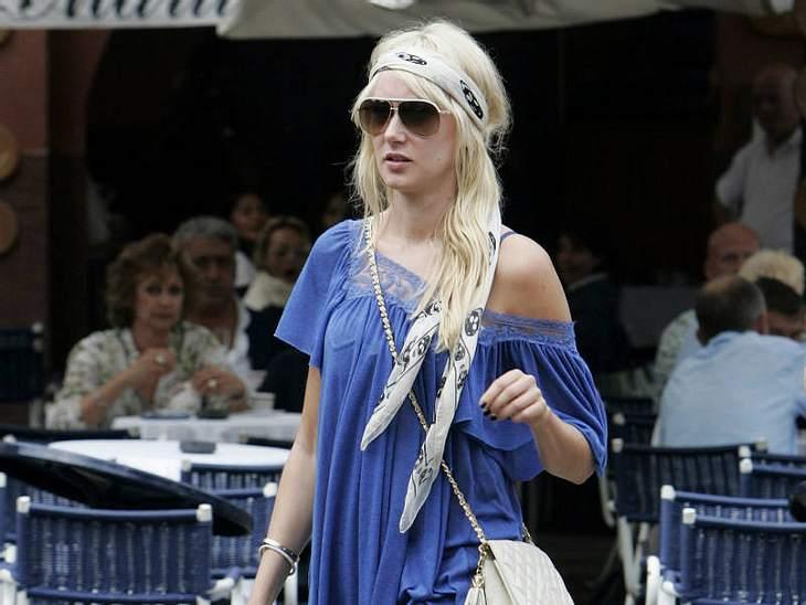 ,Urlaubsziele der StarsDas weiß auch Rocker-Töchterchen  Kimberly Stewart, die im locker-leichten Hippie-Look durch die Altstadt schlendert!