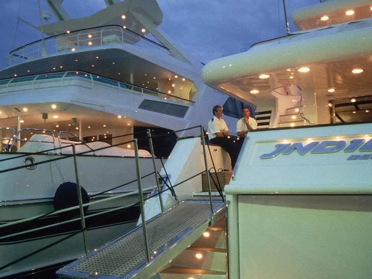 ,Urlaubsziele der StarsDie Yachten gehören zum Stadtbild des französischen Urlaubsortes, wie Edelboutiquen und Promibesuch.