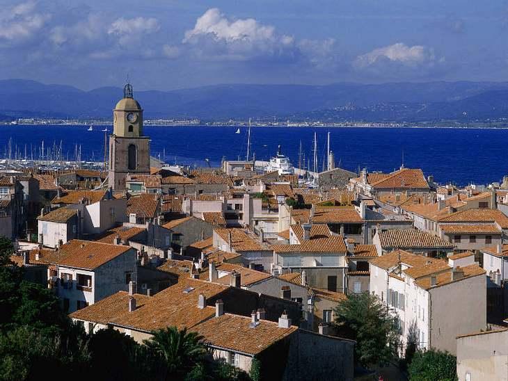 ,Urlaubsziele der StarsDer Hafenort an der Côte d'Azur bietet nicht nur die besten Partys in Südfrankreich, sondern auch ein unglaublich schöne Altstadt.