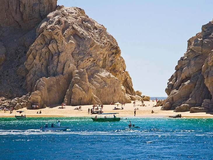 ",Urlaubsziele der StarsWer nach Cabo reist, checkt am besten ins luxuriöse Wellness-Resort ""One and Only Palmilla"" ein. Dann kann es auch mal passieren, dass man am Frühstücksbuffet  Jennifer Aniston trifft."