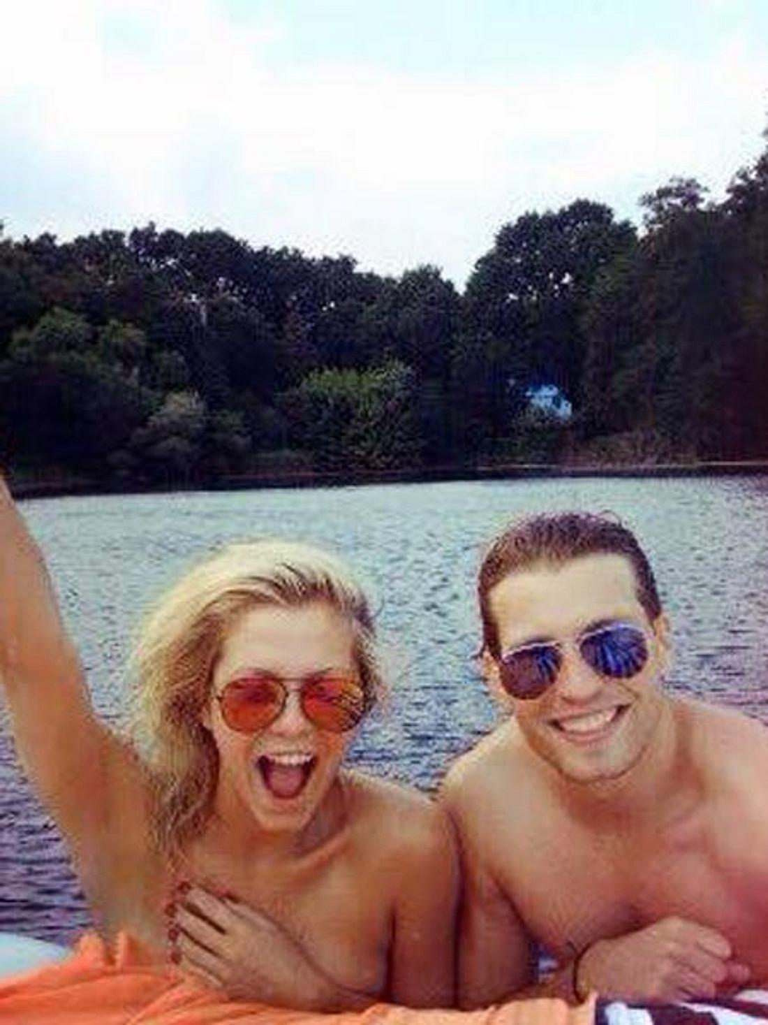 Raul Richter und Valentina Pahde planschen im See