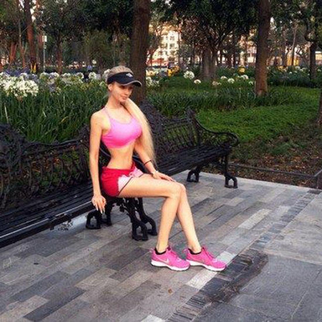 Valeria Lukyanova im Jogging-Outfit