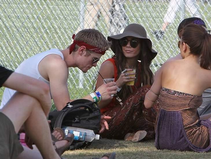 Coachella Festival Da muss man schon zweimal hingucken, damit man  Vanessa Hudgens zwischen den ganzen anderen Festival-Teilnehmern erkennt.