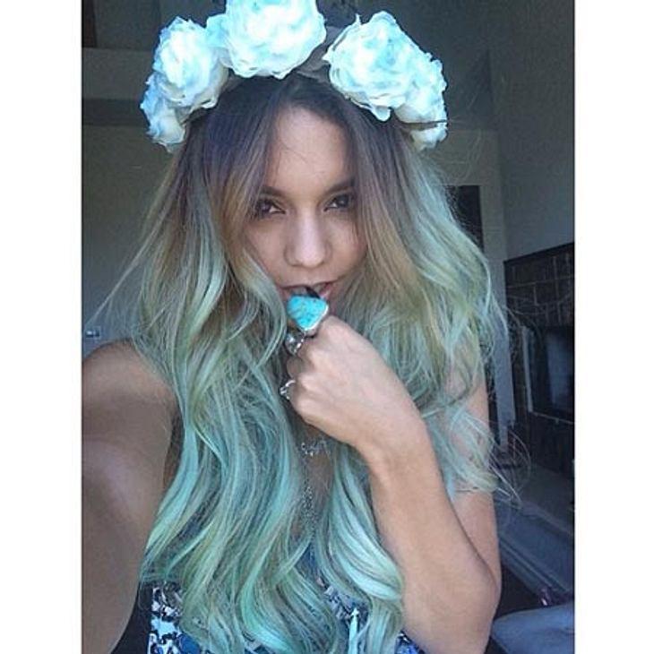 Vanessa Hudgens hat jetzt blaue Haare