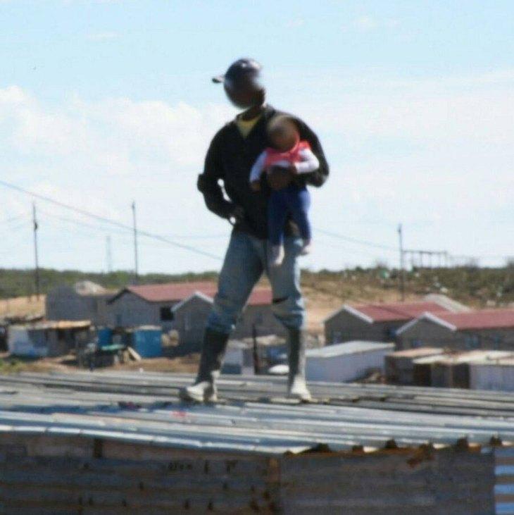 Der Mann schleuderte sein Baby vom Dach eines Hauses