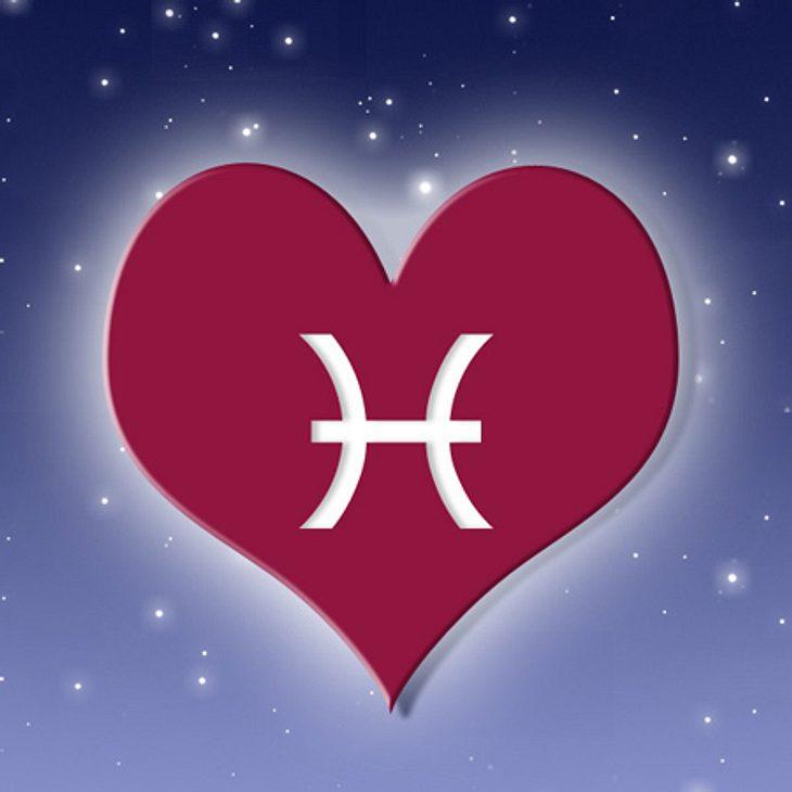 Das Venus-Orakel für das Sternzeichen Fische,Die Venus-Energie hat einen bestimmenden, fesselnden Einfluss auf Sie. Sie fühlen sich gefangen in der Sehnsucht nach Liebe, dazu weckt der Mars in Ihnen glühende Leidenschaft. Ein spannendes, et