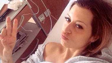 Verena Kerth: Selfie aus dem Krankenhaus - Foto: Facebook / Verena Kerth