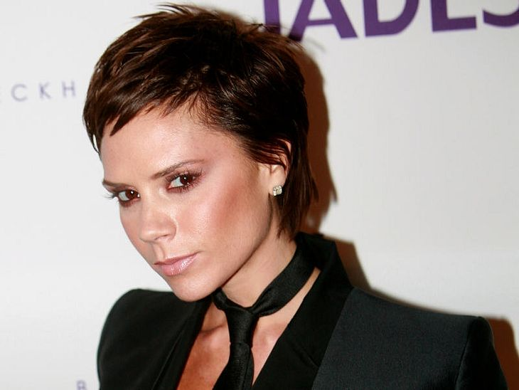 Victoria Beckham öffnet ihren Kleiderschrank.