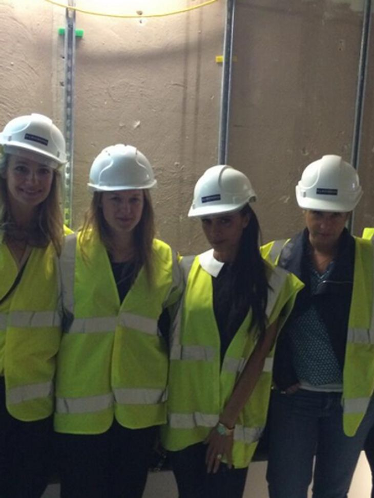 Victoria Beckham: Mit Helm und Sicherheitsweste