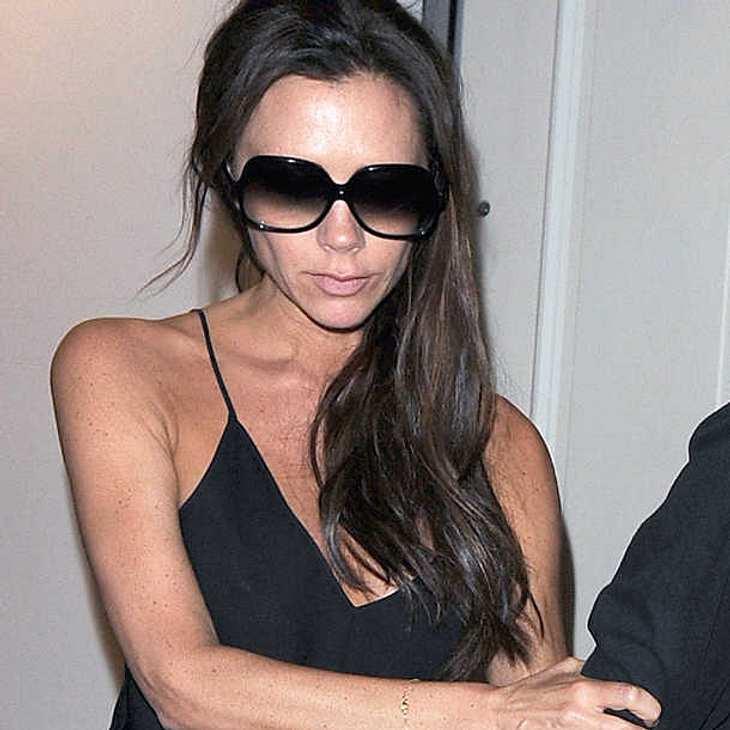 Victoria Beckham hat sich offenbar in die Hose gepinkelt