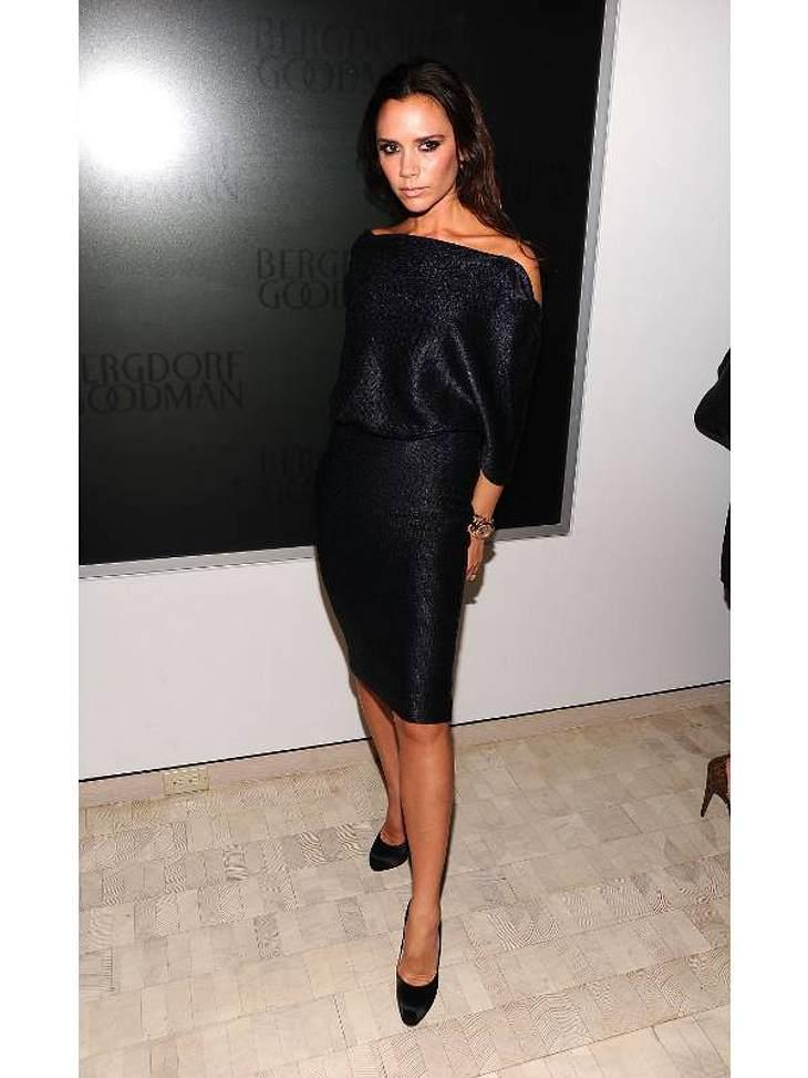 """Mode-Ikone Victoria Beckham darf dieses Jahr den zweiten Platz für sich verbuchen. Seit 2009 modelt die modebegeisterte Gattin von Fußballer David Beckham, für das italienische Modehaus """"Armani"""".Die dreifache Mutter wurde 2008 vom"""