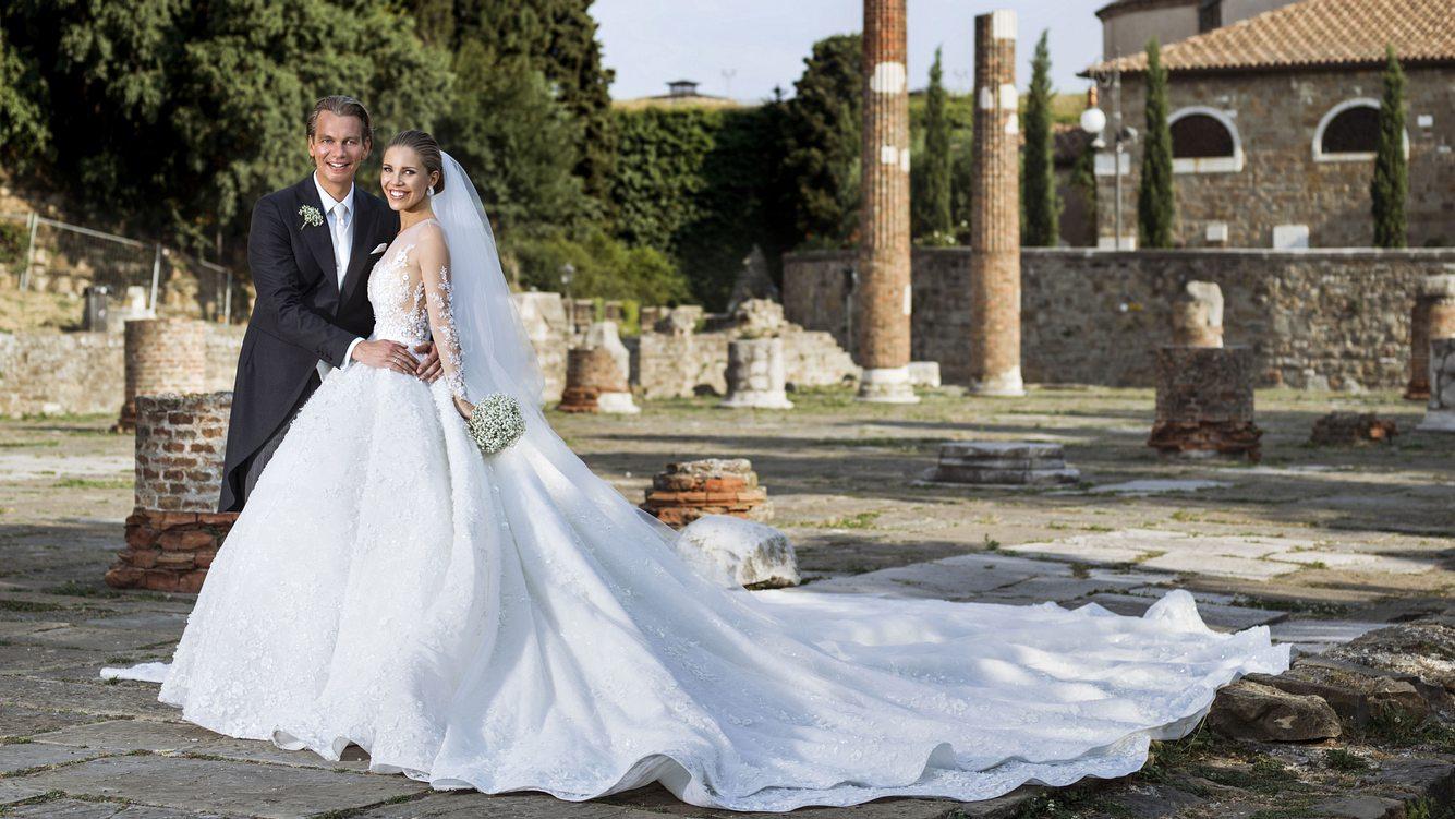 Victoria Swarovskis Hochzeitskleid mit langer Schleppe