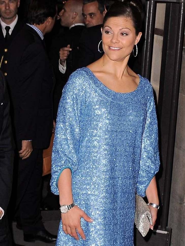 Pailletten-Abendkleider: Auch Prinzessin Victoria von Schweden kann sich dem Glitzer-Trend nicht entziehen.