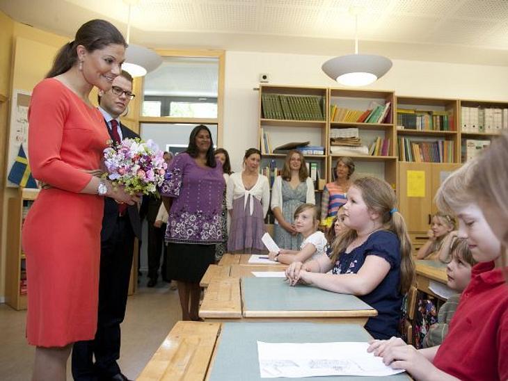 Royals bei der ArbeitVictoria von Schweden und Prinz Daniel besuchen eine Grundschule in Berlin während ihrer Deutschlandreise.