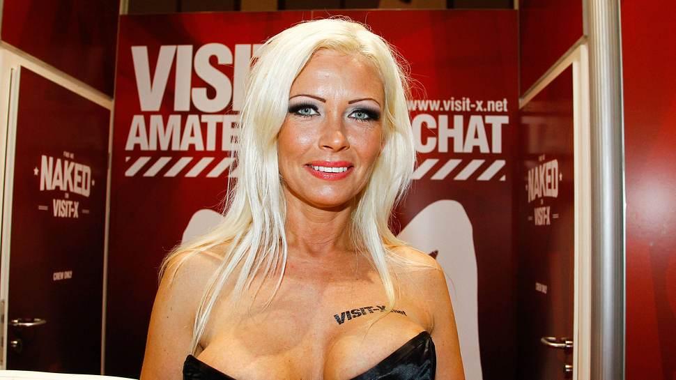 Vivian Schmitt zeigt gern nackte Haut - Foto: IMAGO / Christian Schroedter