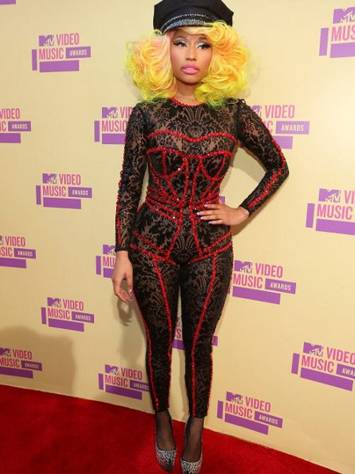 Der Style der VMA 2012: Tops & FlopsEins kann man Nicki Minaj (27) zugutehalten: Mit ihren neongelben Haaren und dem hautengen Bodysuit in Spitzenoptik setzte sie die Tradition der VMAs in puncto ausgefallene Outfits fort. Schön ist der