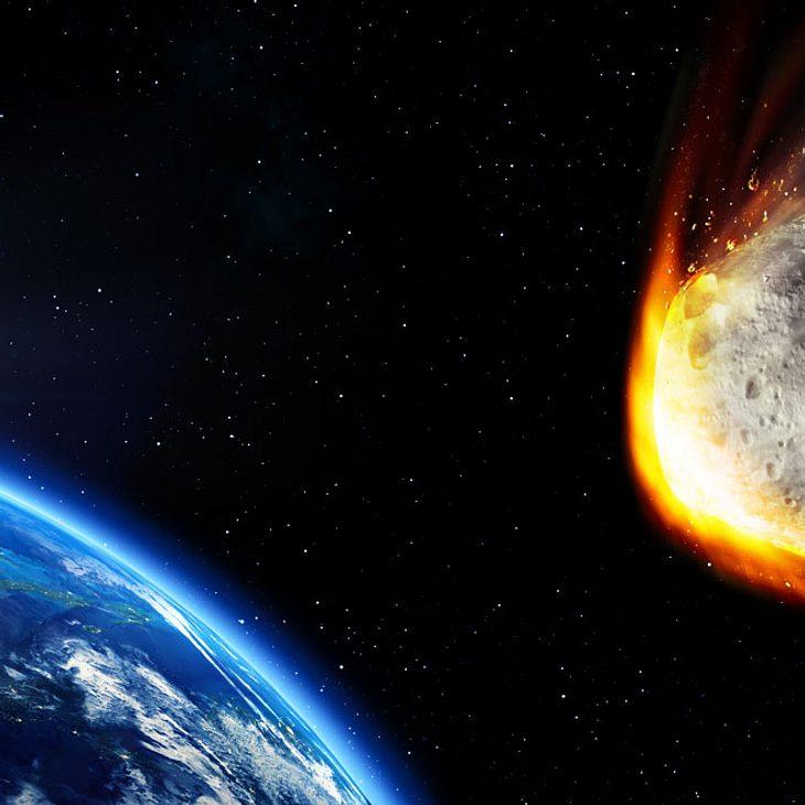 Ein riesiger Asteroid nähert sich gerade der Erde