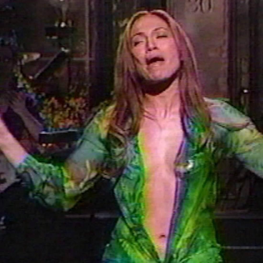 Jennifer Lopez: Puppe trägt Versace-Kleid