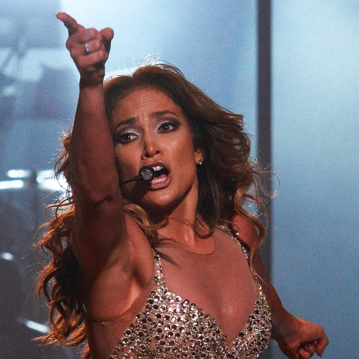 Jennifer Lopez: Anklage am Hals